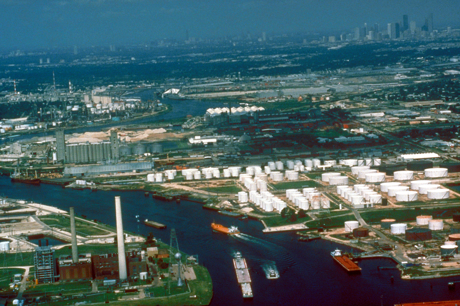 Refineries, fuel shipping terminals, and other industrial facilities along the Houston Ship Channel, 1999.