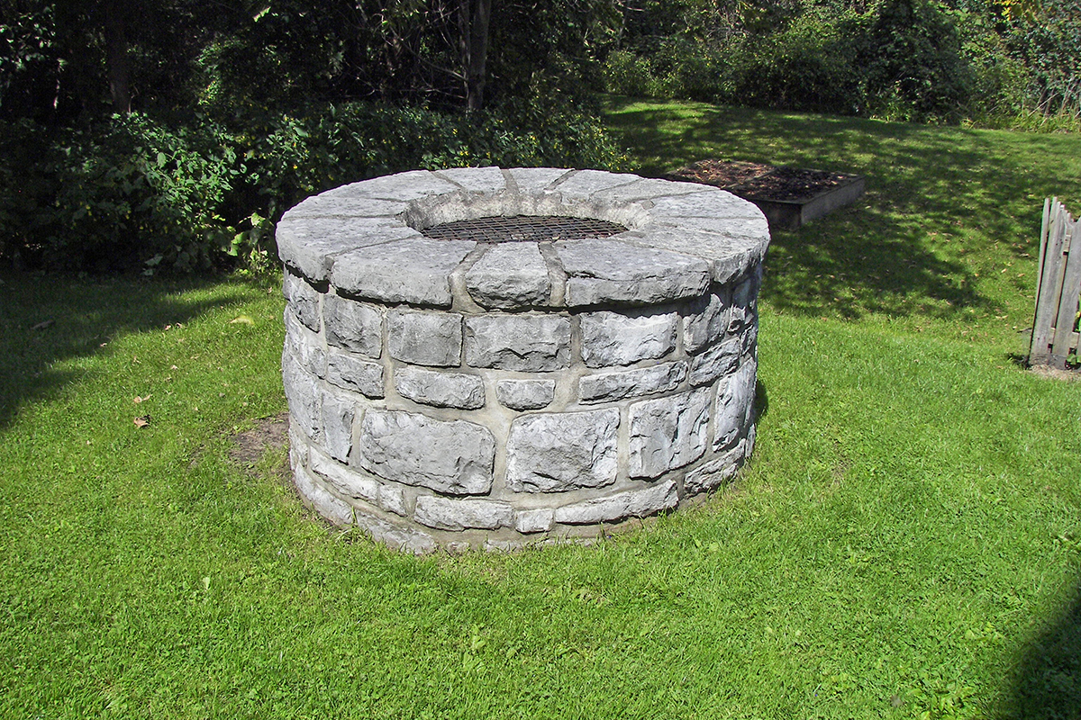 Water well in New York. Image Credit: Wikimedia Commons user Wknight94