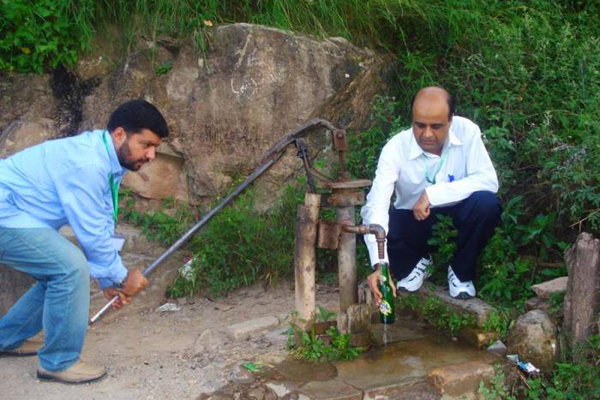 Water sampling for quality assessment in Pakistan. Image Credit: Centers for Disease Control and Prevention