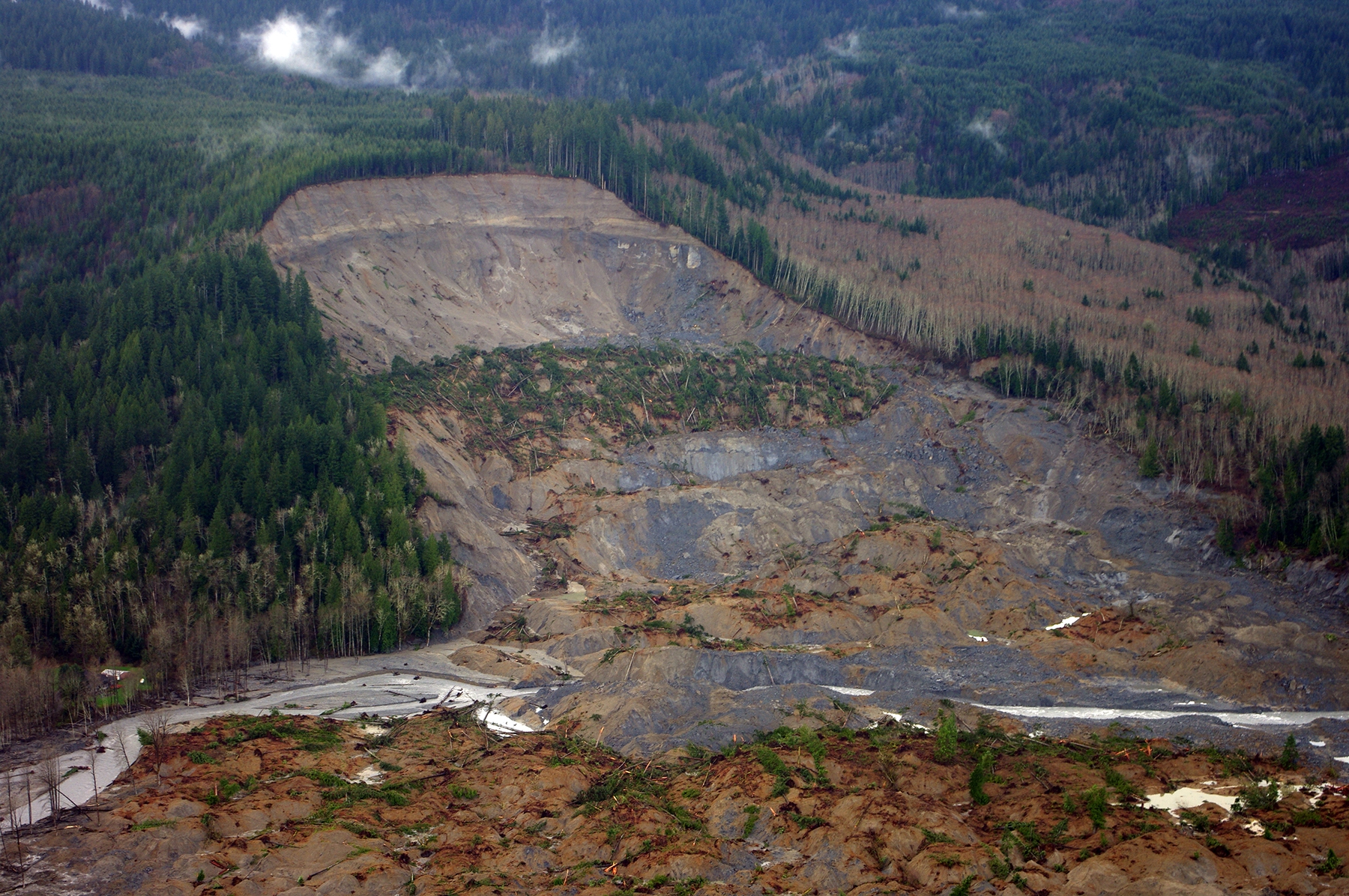 The 2014 Oso landslide moved an estimated 270 million ft3 of rocks, dirt, trees, and other debris down the slope. The direct costs for repair are greater than $80 million. Image Credit: Jonathan Godt, U.S. Geological Survey (Public Domain)