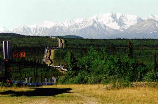 The Aleyska pipeline in Alaska that transports crude oil from Prudhoe Bay down to Valdez. Image Copyright © Larry Fellows, Arizona Geological Survey.