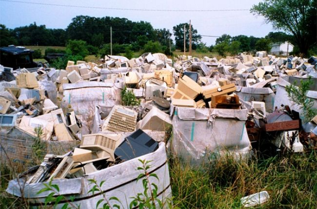 An old computer recycling farm in the Midwest. Image Credit: USGS/Photo by Carl Orazio.