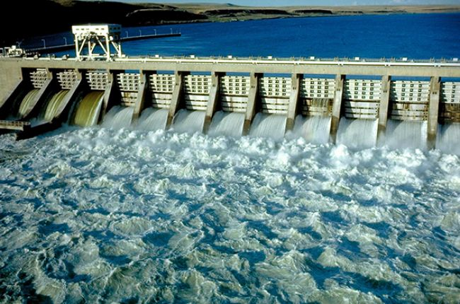 Photo of the McNary Dam on the Columbia River on the Oregon-Washington Border