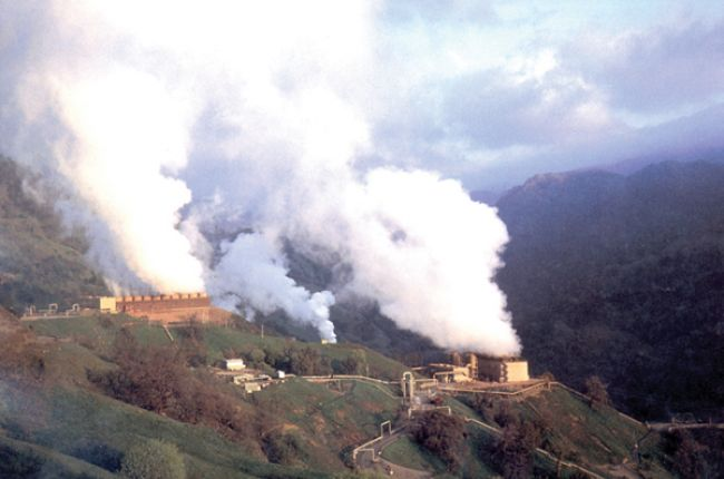 A geothermal power plant at The Geysers near Santa Rosa, California. Some areas of The Geysers have been important test beds for enhanced geothermal systems. Image credit: USGS/Photo by Julie Donnelly-Nolan