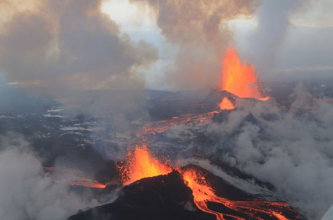Lava erupting from fissures at Bárðarbunga Volcano, Iceland. Image Credit: Peter Hartree, CC BY-SA 2.0, Bárðarbunga Volcano, September 4 2014