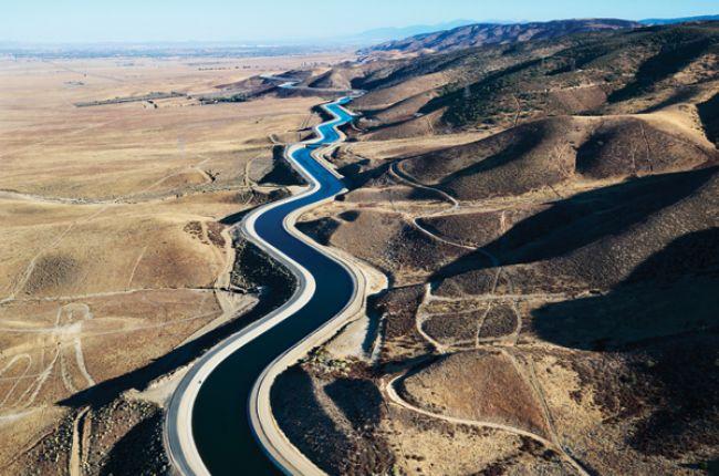 Aqueduct canal in California. Image Copyright © iStock.com/iofoto