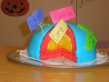 Past geobakeoff cake showing the layers of the Earth.